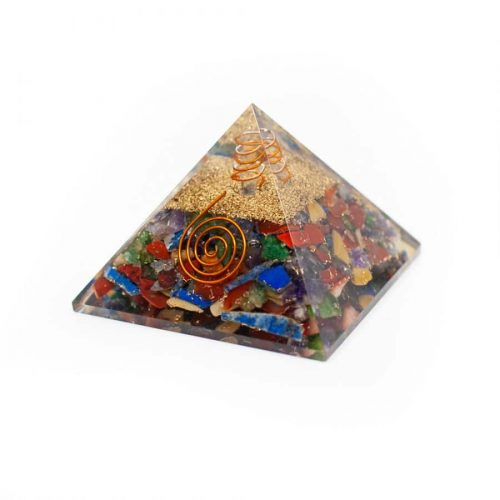 Orgonite Piramide Chakra met Bergkristal Punt (70 mm)